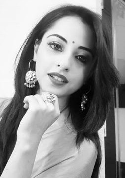 Niyati Fatnani Shares her Love video